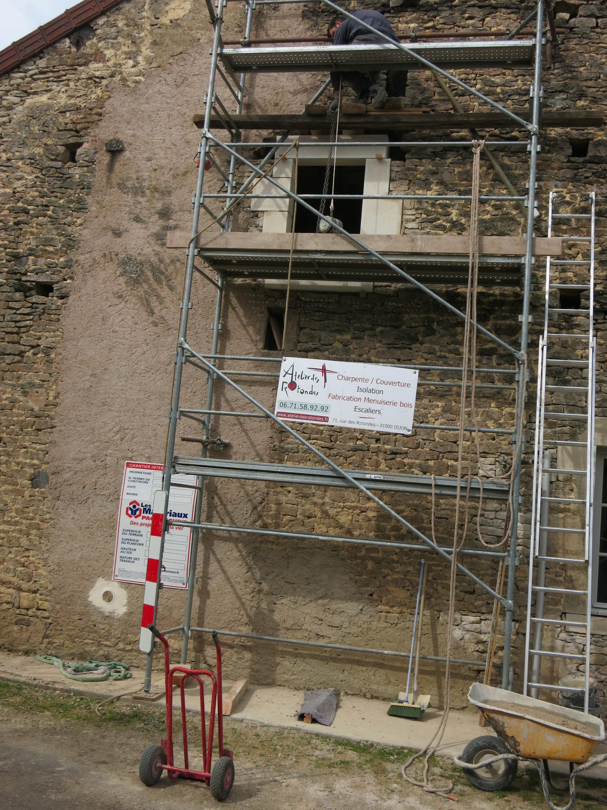Ste Colombe en Auxois Percement d'une fenêtre